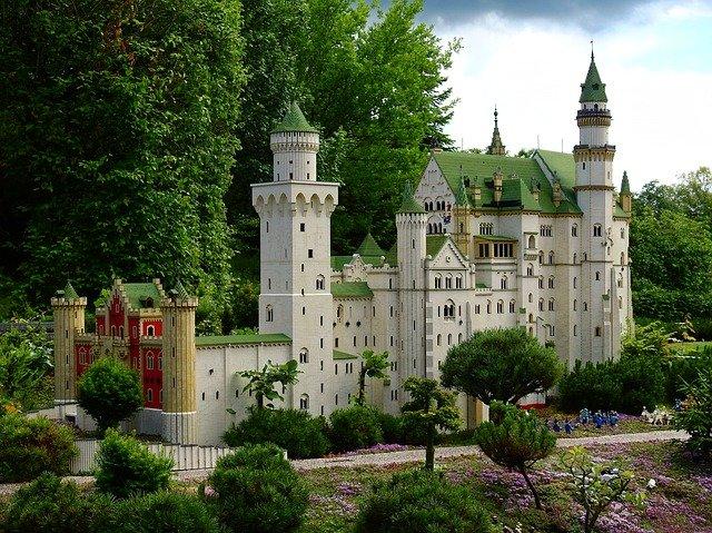 Ein fertiges Legowerk (ein imposantes Schloss)